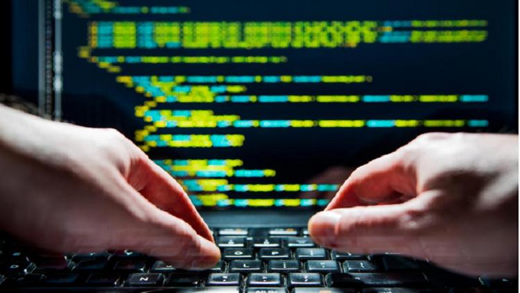 دراسة: تطبيقات هاتفك تسرق معلوماتك سرا لأغراض التجسس