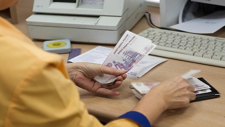 موسكو تفرض قيودا على الحوالات المالية إلى أوكرانيا