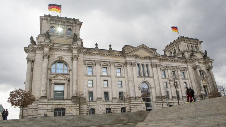 قانون ألماني يغرم دعاة الكراهية عبر الإنترنت