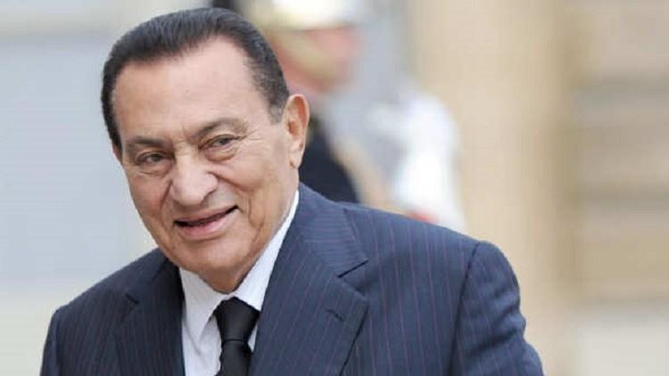 صورة.. حسني مبارك يتصدر امتحان كلية إعلام الأزهر!