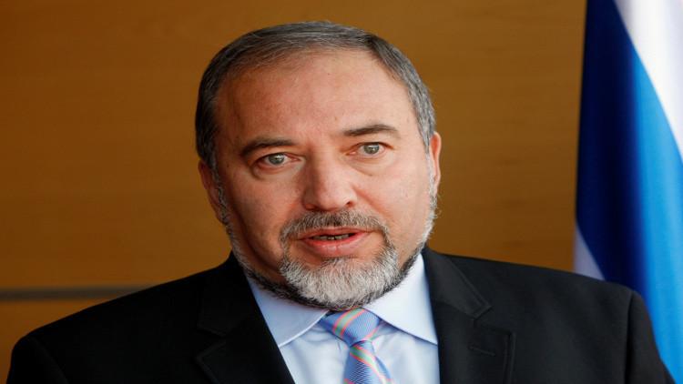 وزير الدفاع الإسرائيلي يرحب بالضربة الأمريكية ضد سوريا