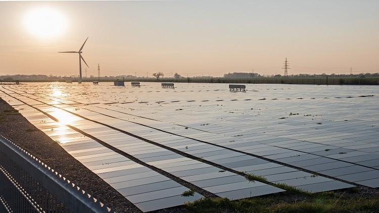 الجزائر تعتزم بناء 3 محطات للطاقة الشمسية