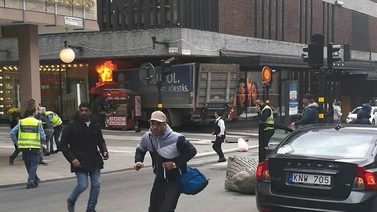 ظهور فيديو في الانترنت لشاحنة الموت في استوكهولم لحظة الدهس