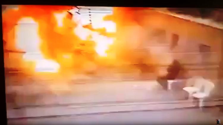 بالفيديو.. لحظة الانفجار بمدخل الكنيسة المرقسية في الإسكندرية