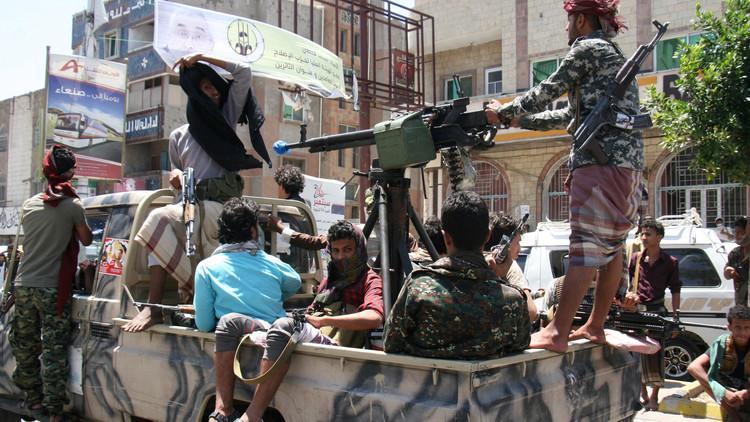 مقتل 41 شخصا في اليمن باشتباكات وغارات ومحاولة اغتيال لواء حكومي