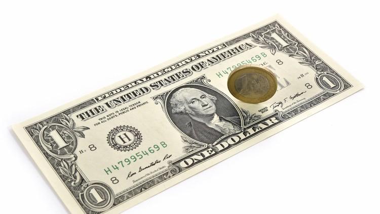 الدولار يهوي جراء التصعيد حول سوريا وكوريا الشمالية