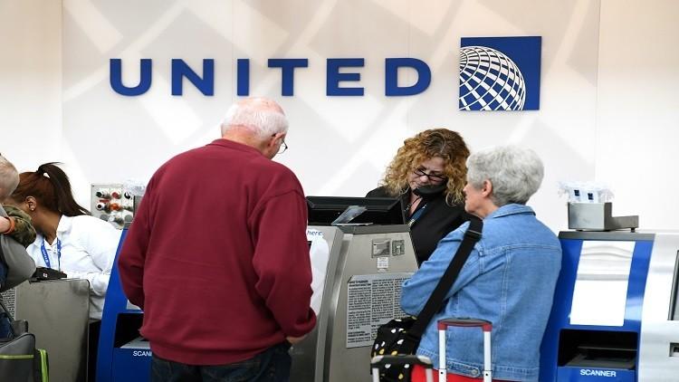 شركة طيران أمريكية تخسر 50 مليون دولار بعد طردها راكبا عنوة
