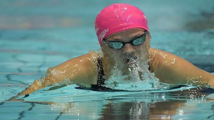 يفيموفا تفوز ببطولة روسيا للسباحة بأفضل زمن عالمي