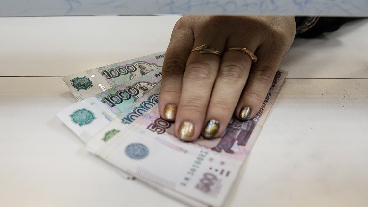 الروبل يعزز موقعه أمام الدولار واليورو