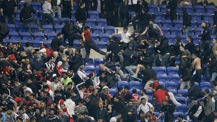 بالفيديو.. أعمال شغب وعنف في مباراة ليون وبشكتاش