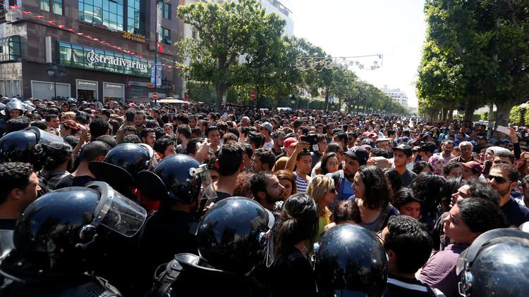 احتجاجات واسعة في تونس ضد الحكومة