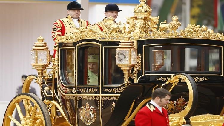 عين ترامب على عربة الملكة البريطانية المذهبة