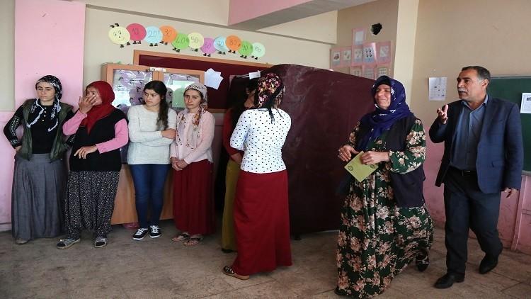 مقتل شخصين وإصابة آخر في شجار قرب مركز اقتراع في مدينة ديار بكر التركية