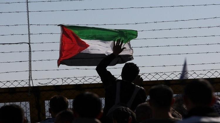 الأسرى الفلسطينيون يدخلون في إضراب عام