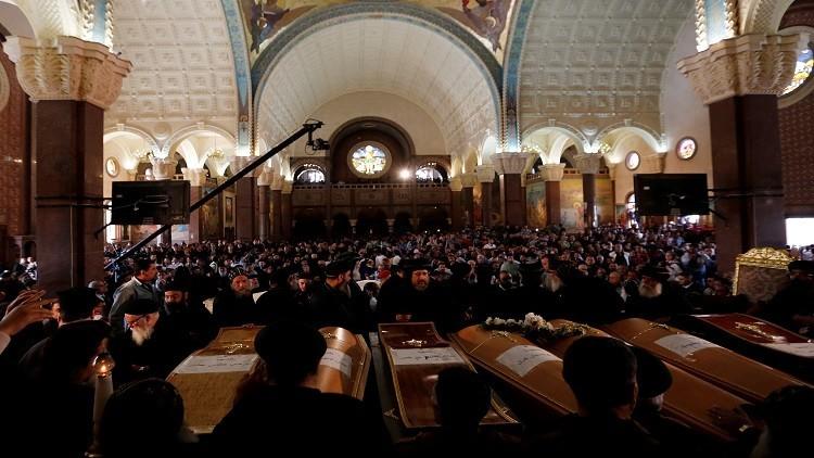 أقباط مصر يتوافدون على كنيسة في طنطا لتأبين ضحاياهم