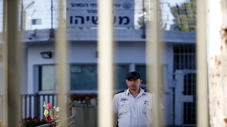 ردا على إضراب الأسرى.. إسرائيل تهدد بنقلهم إلى النقب