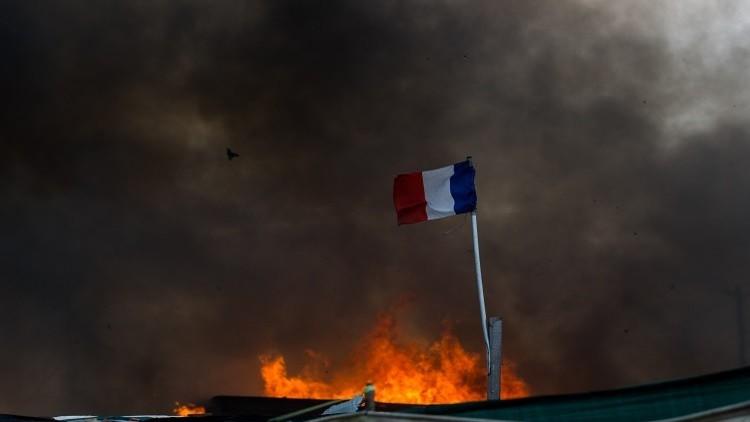 تدمير مبنى بنك بتفجير في جزيرة كورسيكا الفرنسية