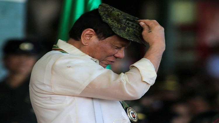 رئيس الفليبين: ترامب ليس غبيا