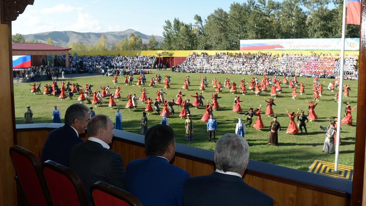 بوتين يشدد العقوبة بشأن انتهاكات المشجعين في المباريات