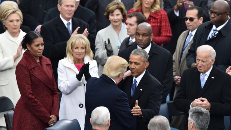 صحيفة: كلينتون اعتذرت لأوباما على هزيمتها