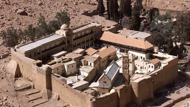 مقتل جندي مصري وإصابة آخرين بهجوم قرب دير سانت كاترين جنوبي سيناء