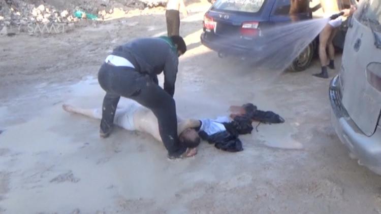 ضابط سابق بالمخابرات الأمريكية يحدد المسؤول عن هجوم خان شيخون الكيميائي
