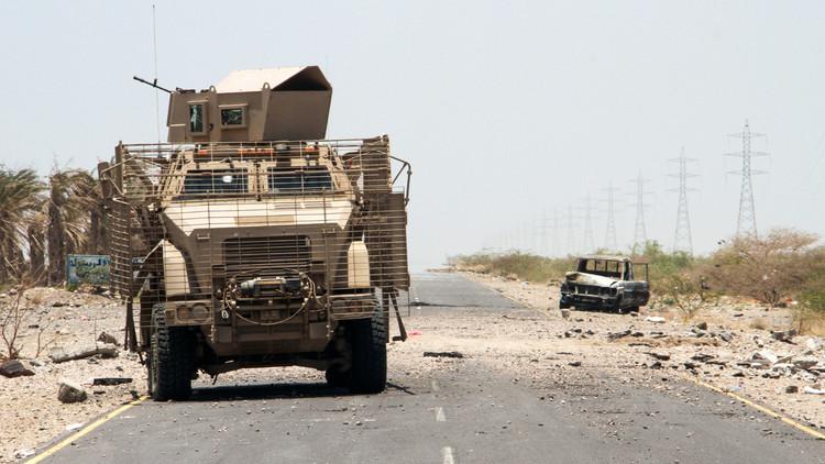 الجيش اليمني يطبق الحصار على معسكر خالد بن الوليد في تعز