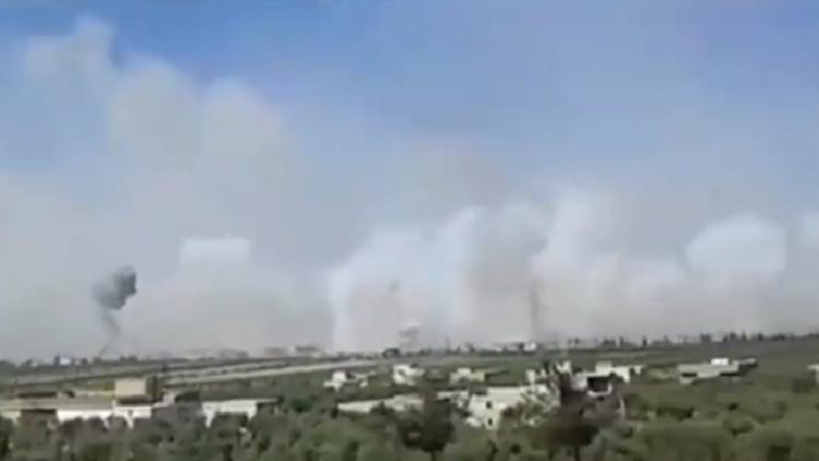لقطات فيديو تظهر قتالا عنيفا خلال اقتحام الجيش السوري لبلدة طيبة الإمام في ريف حماة