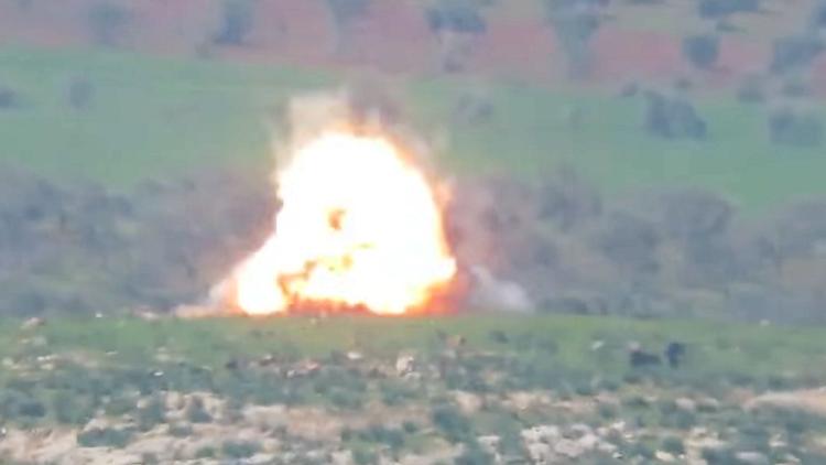 ناشطون ينشرون فيديو لانفجار متتابع في حماة السورية