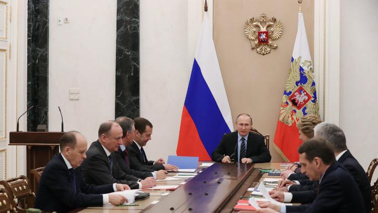 بوتين يدين هجوم باريس ويعرب عن تعازيه للفرنسيين