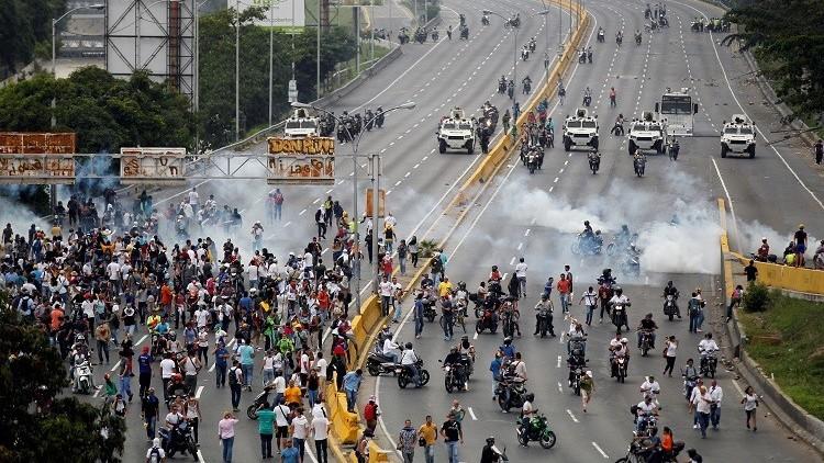 فنزويلا.. 11 قتيلا خلال مواجهات مع الشرطة
