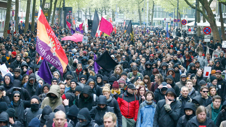تظاهرات حاشدة في كولونيا ضد