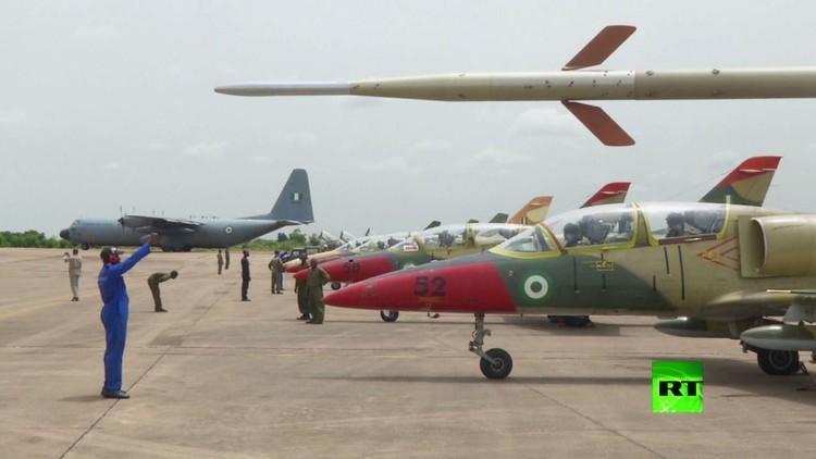 القوة الجوية النيجيرية تعرض مقاتلاتها الجديدة
