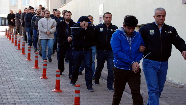 أنقرة تعتقل نحو ألف شخص للاشتباه بانتمائهم إلى حركة غولن
