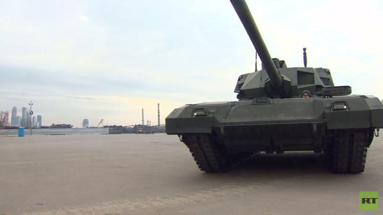 دبابات تخضع لفحوص نهائية قبل عرض عيد النصر