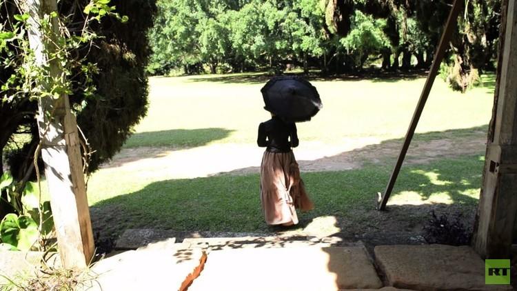 مزرعة في البرازيل تم استغلال العبيد فيها تستضيف سياحا (فيديو)