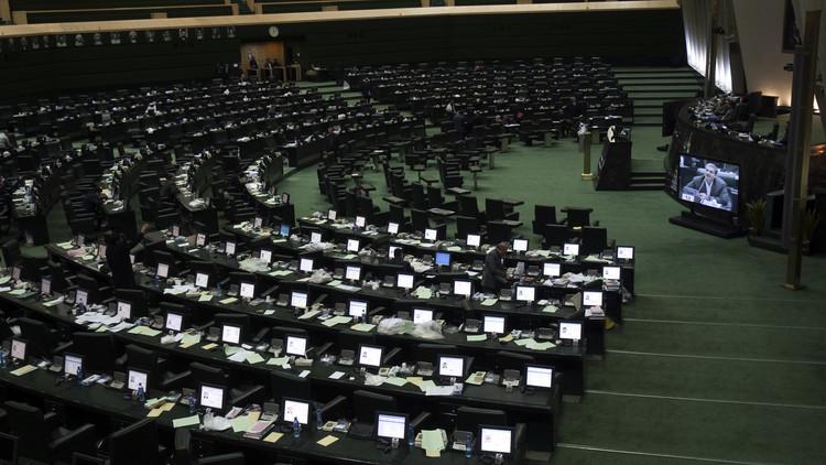 مرشحو الرئاسة الإيرانية وجها لوجه