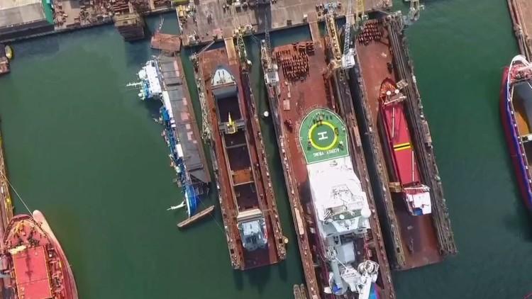 سقوط رافعة على سفينة نرويجية في ميناء بولندي (فيديو)