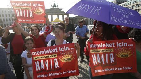 احتجاجات في تركيا على اعلان تجاري يحوي بانقلاب جديد