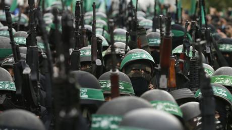 استعراض لمقاتلي القسام في قطاع غزة - أرشيف