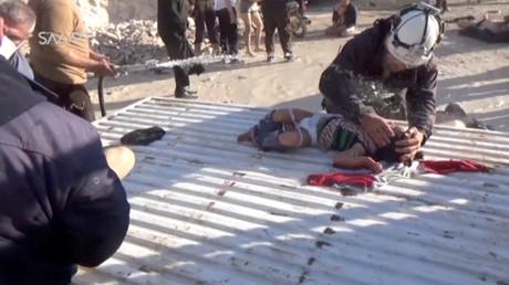 طفل مصاب بالهجوم الكيميائي المزعوم في خان شيخون