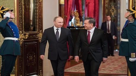 الرئيسان الروسي فلاديمير بوتين والأوزبيكي شوكت ميرضيائيف