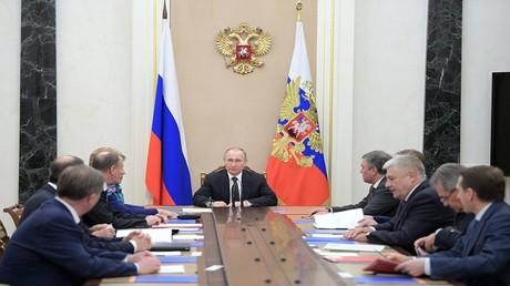 الأرشيف، اجتماع لمجلس الأمن القومي الروسي برئاسة فلاديمير بوتين