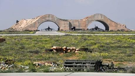 أول الطلعات من مطار الشعيرات العسكري بعد القصف الأمريكي