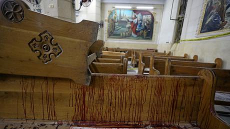 آثار التفجير الإرهابي في كنيسة مارجرجس القبطية في طنطا المصرية
