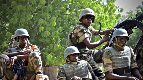 عناصر من الجيش النيجري في مدينة ديفا (أرشيف)