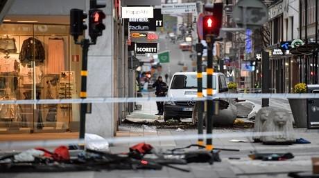 شارع دروتنينغاتان بعد الهجوم الإرهابي في وسط ستوكهولم، السويد، 8 أبريل 2017