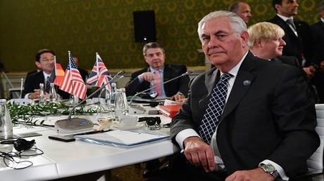 ريكس تيلرسون وزير الخارجية الأمريكي أثناء اجتماع وزراء خارجة G7 في لوكا الإطالية