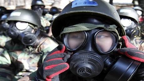 طلاب من كوريا الجنوبية يتدربون في وحدة عسكرية في بوتشون، غرب سيئول 20 يناير 2011