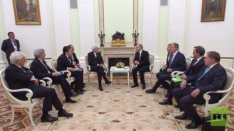 بوتين يحذر من استفزازات كيماوية بسوريا